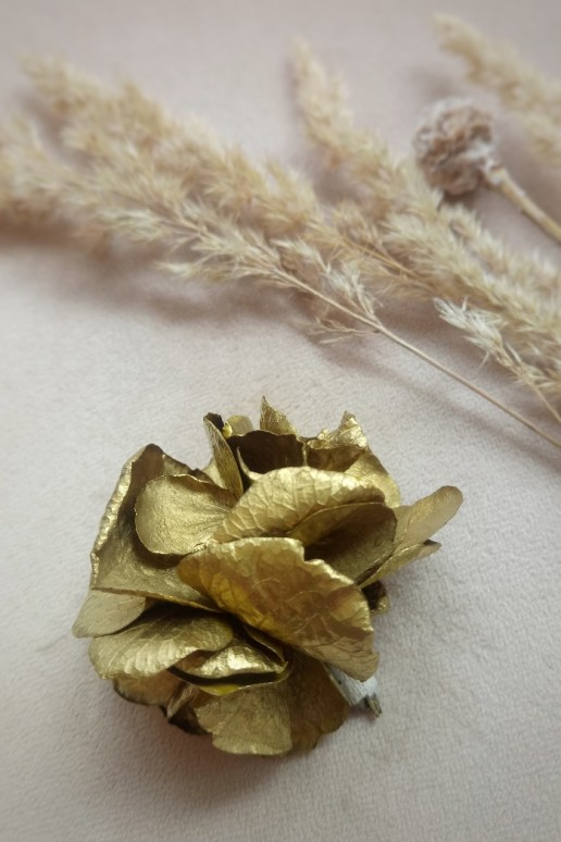 Boutonnière Nefertiti in gold - Shopitem